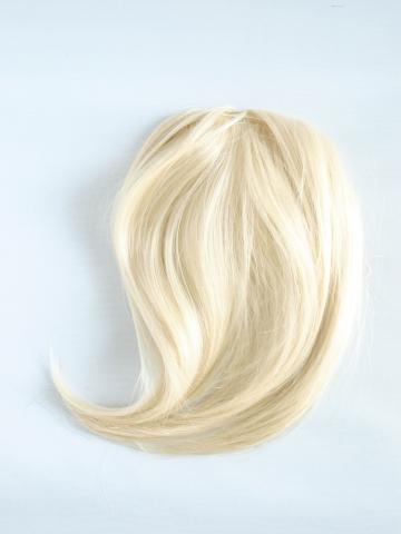 Bočná syntetická clip-in ofina - platinová blond