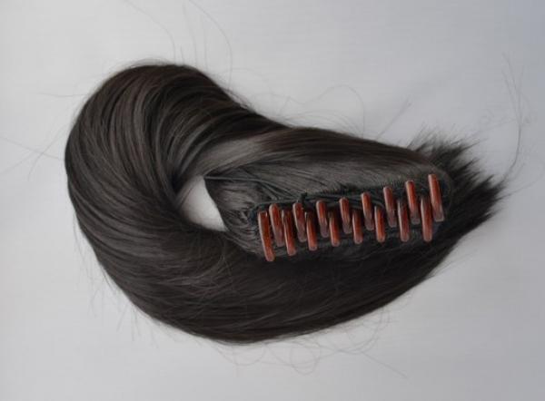 Culík z umělých vlasů se skřipcem - černý