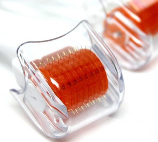 Kozmetický valček Skinroller - dĺžka ihličiek 0,75 mm